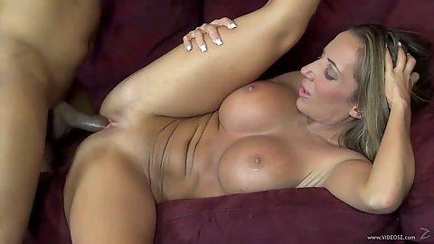 Busty hairless vagina milf Richelle Ryan in interracial bang