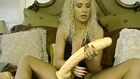 Giant sex toy amateur trying to make it hurt