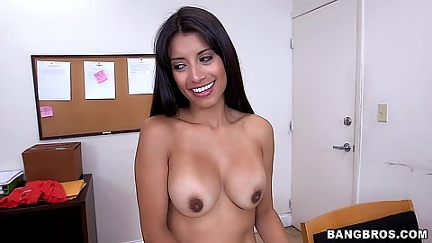Latina with great athletic bod doing her cleaning naked Soffie