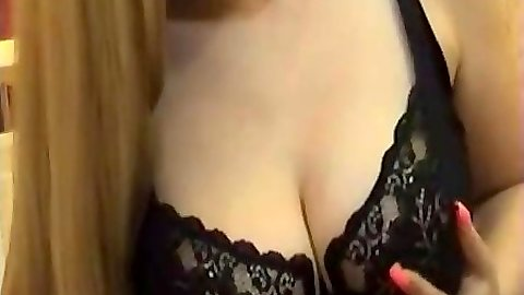 BondsBlonde milf doing a titty fuck with ehr dildo and getting filmed