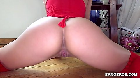Teen ass spreading flexible chick ballerina Bella Danger