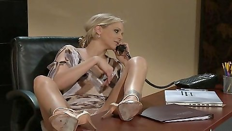 Julia Ann and Raylene office chicks making out lesbians