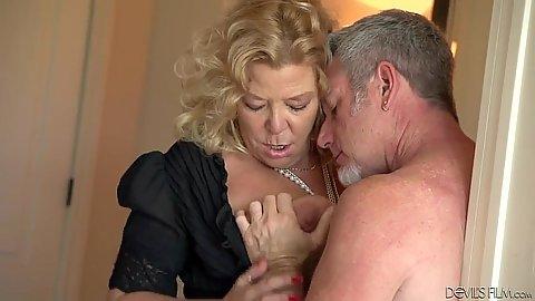 Blonde mature granny Karen Summer still got the moves
