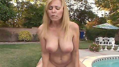 Reverse cowgirl cougar milf Nicole Moore riding dick outdoors