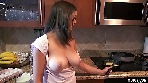 Flashing some tits and great panties from Shae Summers in kitchen