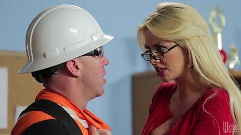Blonde milf Gigi Allens is a dick craving teacher that sucks off construction worker