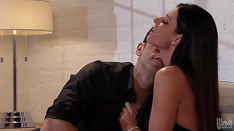 Luscious brunette India Summer and meking out with man