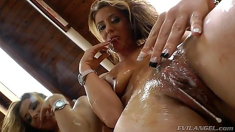 Wet pussy and messy saliva swapping with girls