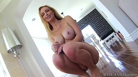 Kayden Kross pornstar blonde looking great in that body