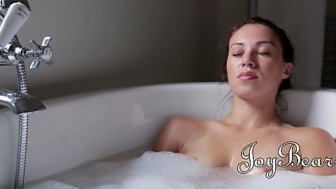 Samantha Bentley taking a bath then goes for underwater sex and blowjob