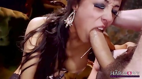 Alyssa Divine loves it rough and in her cunt
