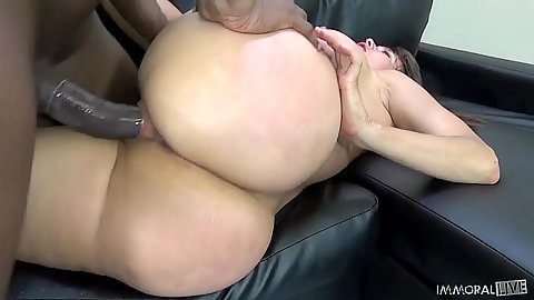 Nice round ass Sheila Marie fucked by and sucks a large black dick