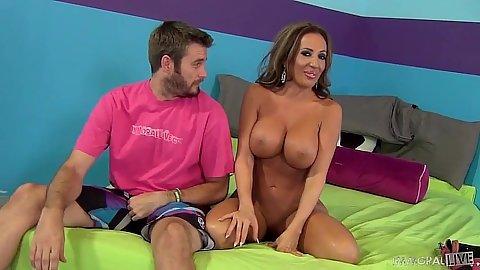 Big melons shaved vagina girl Richelle Ryan gets twat eaten