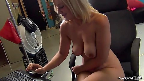 Girls uses her computer during group fuck Scarlet Lavey and Ashden with Bridgette B