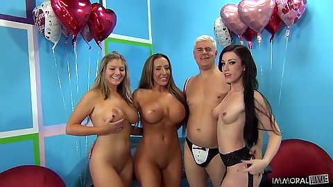 Porno Dan and Brianna Brooks with Jennifer White group cock sharing sucking