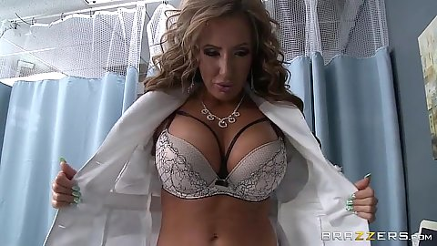 Richelle Ryan flahes boobs in bra and jerks cock