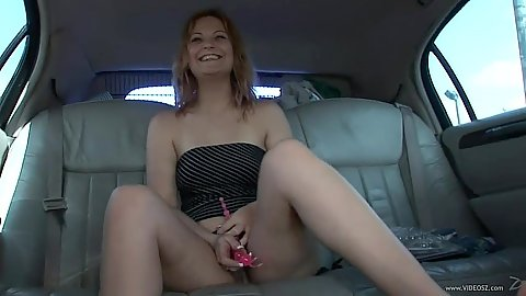 Pussy masturbation solo in the back of a limo from angelic skank