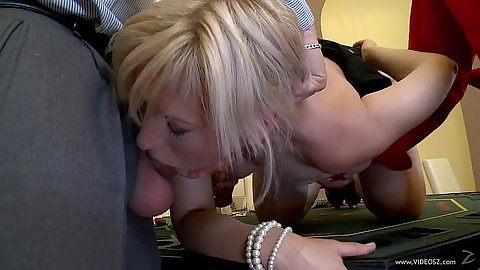 Deep throat with mature Samantha White after poker in orgy