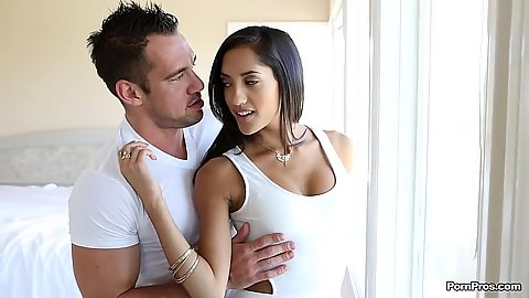 Making out with temping latina hottie Chloe Amour