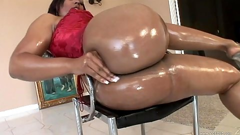 Solo posing a bubble butt girl in oil with Flame