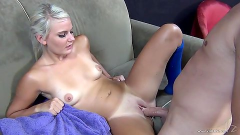 Teen blonde Tosh Locks gets pussy sex and then sucks it dry