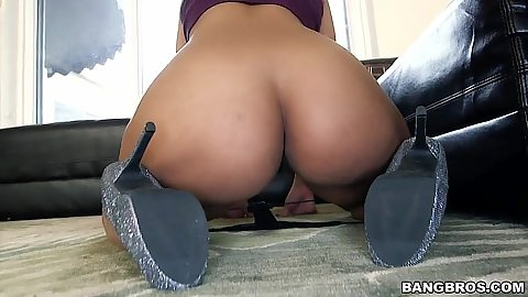 Latina nice looking ass girl flashes her bare butt Ava Sanchez