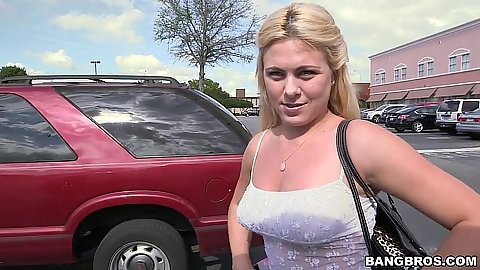 Stunning amateur ex gf pick up from Mia Pearl for a drive