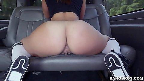 Lovely ass girl Kelsi Monroe posing in backseat with fellatio