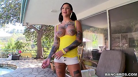 Tattoo busty Bonnie Rotten spreading skinny ass solo outdoors
