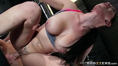 Gym sex ith sporty slut Katrina Jade on floor