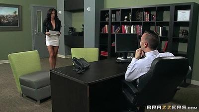 Jaclyn Taylor gorgeous office worker sucks off boss