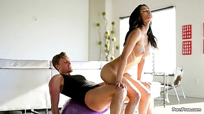 Impressive cock jumping yoga fuck from Karmen Bella
