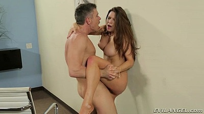 Veronica Vain fucked up a wall with sex on desk after