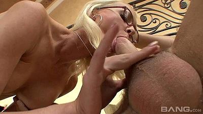 Cock suckign milf Brandi Edwards showing finesse