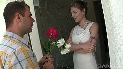 Kinky busty mom Velicity Von rimjobs male and then sucks him