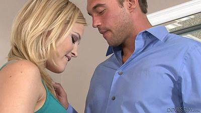 On fire college babe babysitter makes out with man Alexis Texas