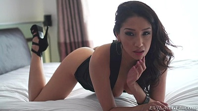 Immoral asian babe with sexy body Vicki Chase