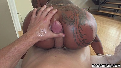 Crack fuck with oiled up and tattoo chick Bella Bellz