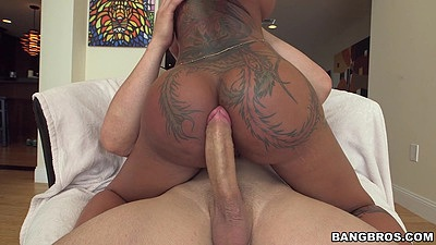 Charming boody tanned Bella Bellz sits on penis