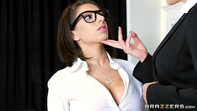 Babe lesbian Darcie Dolce and Jelena Jensen kissing and having a make over