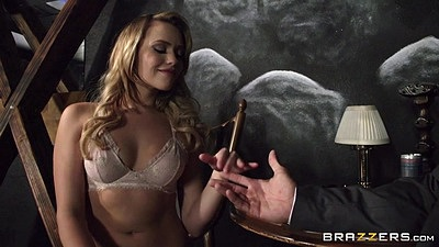 Bras and panties babe Mia Malkova twerking and wearing see through panties