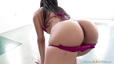 Oiled wet butt latina Vicki Chase solo posing in her bikini