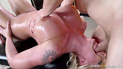 Reverse blowjob with oiled covered blonde Leya Falcon during very filthy massage