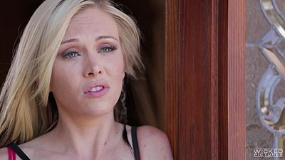 Blonde Jeanie Marie Sullivan does some fellatio