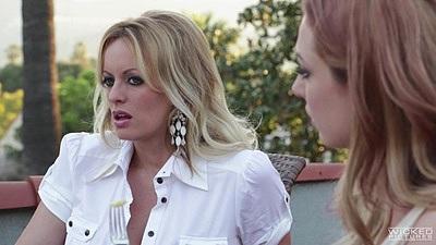Blondes Stormy Daniels in impulsive video