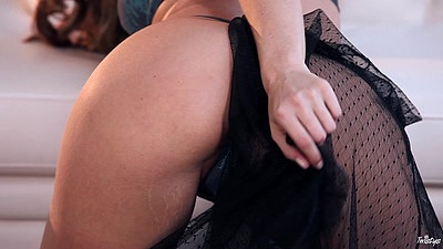 Gorgeous glamcore bimbo Tori Black playing with the love tunnel