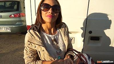 Backseat public milf Elisa Love gets in