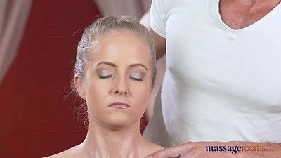 Beauty babe Sicilia doing some massage