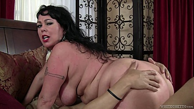 Chubby mom Alexis Couture cowgirl riding with sucking inbetween