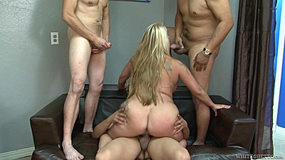 Cock starved mature mom Joclyn Stone agrees to gang bang